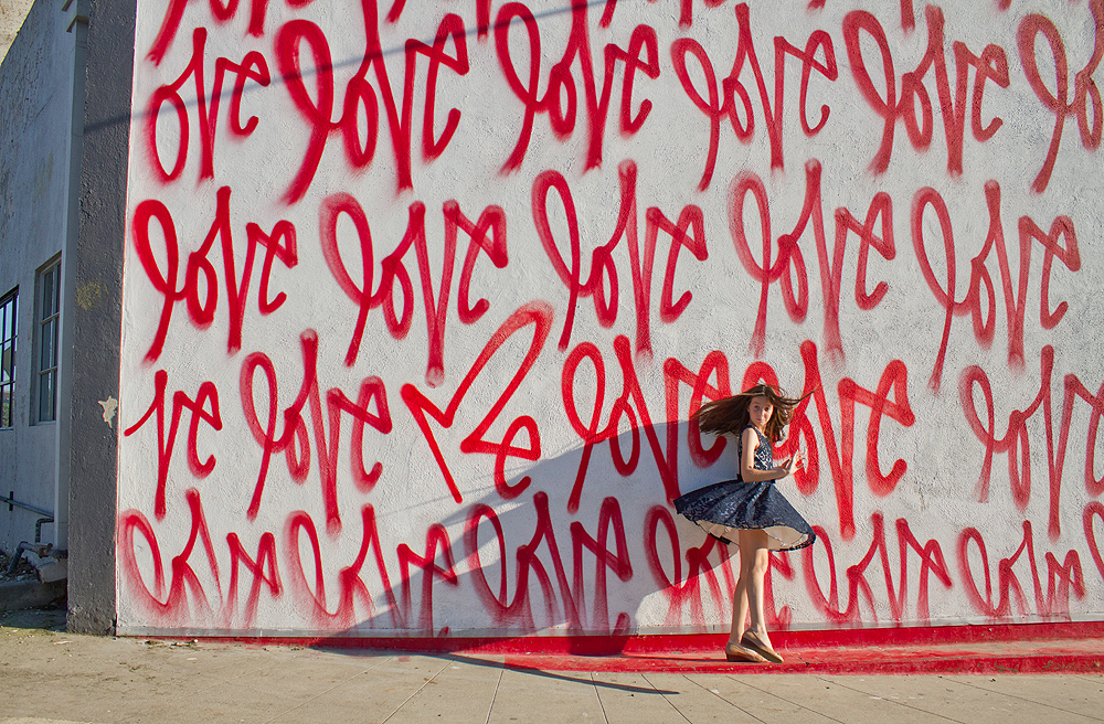 love wall mural family photo shoot los angeles
